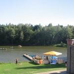 Blick von der Terrasse des Gasthauses über den See